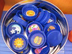 Juego de Memory con tapones de botella- Fun and a good recycling activity (and… Educational Activities, Toddler Activities, Preschool Activities, Games For Kids, Diy For Kids, Crafts For Kids, Memory Games, Diy Games, Diy Toys