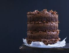 Brownie-layer cake with salt caramel Danish Dessert, Food Cakes, Tiramisu, Meal Prep, Cake Recipes, Caramel, Deserts, Meals, Cookies