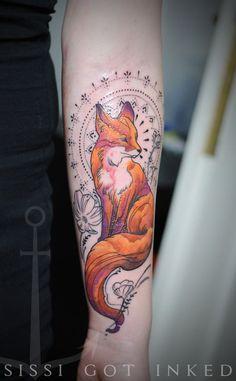 Tem um bom tempo fiz um post com 12 tatuagens diferentes e delicadas e sempre tem gente acessando ele e se inspirando. A ideia foi reunir tatuagens saindo do comum, das borboletas, estrelas e corações. E hoje, decidi reunir tatuagens grandes e ainda com traços delicados e com modelos diferentes. Quando vi essa de raposaLeia mais
