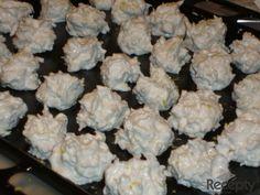 Recept na sněhové pusinky recept | sRecepty.CZ Slovak Recipes, Cauliflower, Vegetables, Food, Cauliflowers, Essen, Vegetable Recipes, Meals, Cucumber