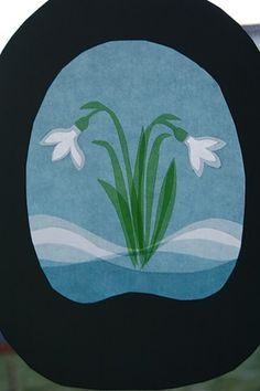 Can't read the site...in another language, but I like the idea of the various colors/layers on the snow beneath the snowdrop.   Looks like maybe tissue paper?   Would be a fun pretend stained glass idea for kids