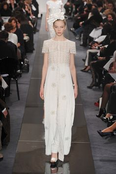 See the complete Chanel Spring 2009 Couture collection.