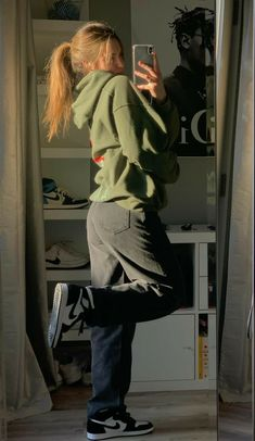 Indie Outfits, Teen Fashion Outfits, Retro Outfits, Hipster Teen Outfits, Preteen Fashion, Skater Girl Outfits, Fashion Poses, Swaggy Outfits, Cute Casual Outfits
