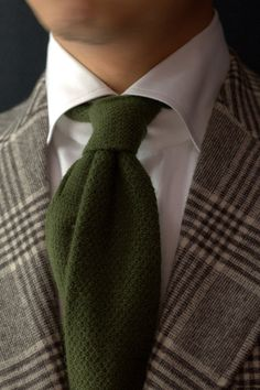 A perfect autumn look pairing this green cashmere knit tie with a bold check patterned suit.