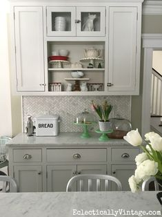 Quick and easy kitchen decorating ideas - love the collection of cake stands on display eclecticallyvintage.com