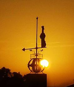 #sunset #weather #vane in #gonzalezbyass #jerez #jerezdelafrontera. #Atardecer sobre la #veleta de González Byass