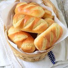 Pains au lait minceur : www.fourchette-et. Cooking Bread, Cooking Chef, Croissants, Masterchef, Ww Desserts, Easy Chicken Recipes, Snacks, Light Recipes, Food Inspiration