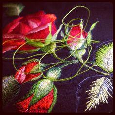 #haft#jedwab#róże#kwiaty#pąki#rękodzieło#ręcznie#haft#haftowane#flowers#flower#handembroidery#handmade#art#embroidery#embroideryart#embroidered#lubięto#mulina#dmc#madeira#igłąmalowane#brodeiry#handwork#brodiery#stiches#fashionembroidery#