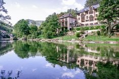Hôtel de la Muse et du Rozier is located in the heart of the Gorges du Tarn. It is the ideal place for relaxing holidays in the heart of nature. Top Hotels, Best Hotels, Palace, Stage Yoga, Bonneville, Relaxing Holidays, France, Pyrenees, Hotel Reviews