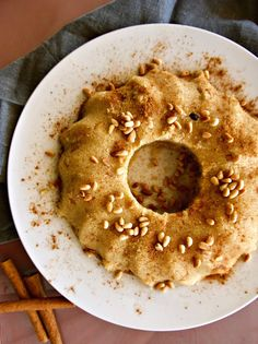 πολίτικος σιμιγδαλένιος χαλβάς με γάλα - νηστίσιμος - Pandespani.com Hummus, Party Time, Oatmeal, Breakfast, Cake, Ethnic Recipes, Food, The Oatmeal, Morning Coffee