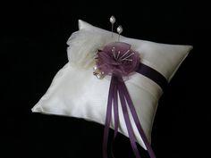 ringkissen mit blüten vintage creme purpurfarbe vintage creme wedding ...