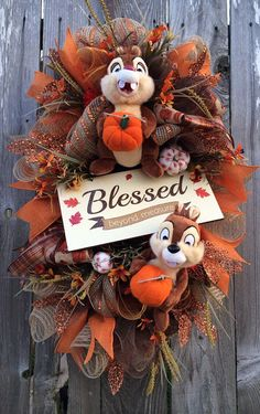 How can you not love a wreath featuring Chip and Dale?! #disney #fall #wreath