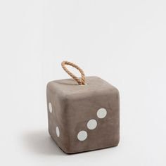Image of the product Die-shaped cement doorstop Concrete Crafts, Concrete Projects, Zara Home, Home Crafts, Diy And Crafts, Beton Diy, Cement Planters, Concrete Furniture, Creation Deco
