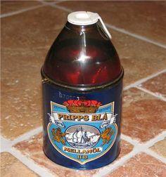 """Mellanöl i """"Rigello""""-förpackning, tidigt 70-tal. Så många ungdomar (i sina """"skitiga"""" jeans) låg överallt i parkerna och pimplade öl, så det fick förbjudas. Eller snarare lägga det i samma skatteklass som starköl."""
