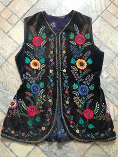 Beaded Embroidery, Hand Embroidery, Kids Zone, Embroidered Jacket, Fashion Sewing, Costume Dress, Traditional Dresses, Designer Dresses, Costumes