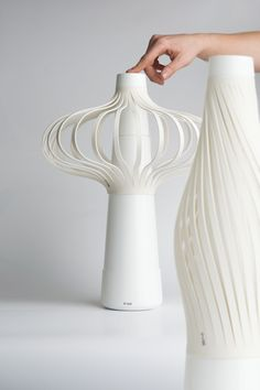 Nice and elegant fan concept by Simona Hruskova. Slim when off and wide and air blowing when turned on.