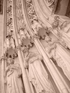 Fachada da Catedral da Sé: Isaias, Jeremias, Ezequiel e Daniel Centro de São Paulo, Brasil Fotografia de Mônica Yamagawa