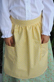 Her pioneer outfit just wouldn& be complete without an apron. And of course I needed to add pockets for all her treasures. Apron Pattern Free, Bonnet Pattern, Pioneer Costume, Pioneer Dress, Pioneer Girl, Pioneer Camp, Sewing For Kids, Free Sewing, Relief Society