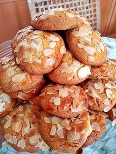 ΚΟΥΛΟΥΡΑΚΙΑ ΑΜΥΓΔΑΛΟΥ Greek Sweets, Greek Desserts, Greek Cookies, Macaron Recipe, Healthy Sweets, Nutella, Biscuits, Food And Drink, Cooking Recipes