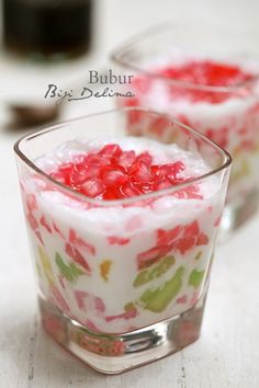 masam manis: Bubur Biji Delima (an Indonesian tapioca dessert) Indonesian Desserts, Asian Desserts, Indonesian Food, Sweet Desserts, Sweet Recipes, Cake Recipes, Dessert Recipes, Thai Dessert, Dessert Drinks