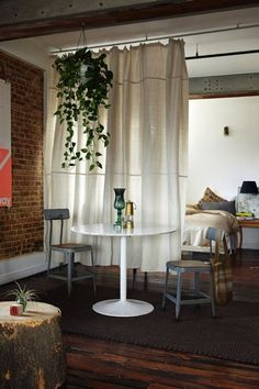 Small Space Hacks to Make Your Studio Apt Seem HUGE I like this hanging plant. - 20 Small Space Hacks to Make Your Studio Apt Seem HUGE via Brit + Co.I like this hanging plant. - 20 Small Space Hacks to Make Your Studio Apt Seem HUGE via Brit + Co. Small Space Interior Design, Small Room Design, Decorating Small Spaces, Home Design, Decorating Ideas, Design Ideas, Decor Ideas, Studio Design, Design Homes