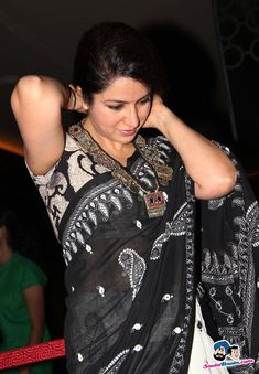 Tisca Chopra in a lovely Kantha sari. Indian Beauty Saree, Indian Sarees, Pakistani Outfits, Indian Outfits, Black And White Saree, Black Saree, Ladies Suits Indian, Formal Saree, Stylish Sarees