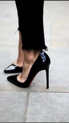 louboutin pigalle 10  louboutin pigalle 100 - black patent high heel shoes