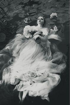 Ophelia model: Kaja K. Imagenes Dark, La Danse Macabre, Underwater Photography, Underwater Photos, The Villain, Dark Beauty, White Photography, Beauty Photography, Street Photography