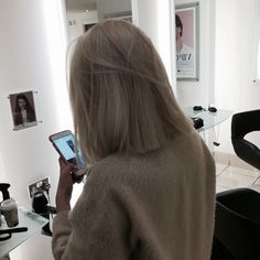 Chic Gray Blunt Haircut - 50 Spectacular Blunt Bob Hairstyles - The Trending Hairstyle Bob Style Haircuts, Bob Hairstyles, Boy Haircuts, Hairstyle Short, Straight Hairstyles, Hair Inspo, Hair Inspiration, Cheveux Beiges, Short Cropped Hair