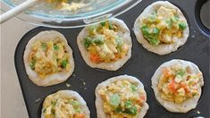 Turn classic chicken pot pie into individually portioned cupcakes. Just as delicious, but way cuter. Good for leftover chicken. Muffin Tin Recipes, Oven Recipes, Chicken Recipes, Cooking Recipes, Special Recipes, Great Recipes, Favorite Recipes, Pot Pie Cupcakes, Delicious Desserts
