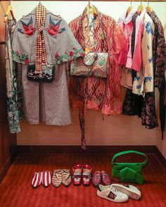So much beauty - clothes and shoes Fashion Wear, Fashion Outfits, Sweater Cardigan, Kimono Top, Gucci, Design Inspiration, Instagram Posts, Sweaters, How To Wear