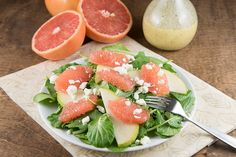 This Grapefruit Salad with Champagne Vinaigrette recipe is light, healthy and full of summer flavor. Bring on the healthy eating! Grilled Chicken Thighs, Chicken Thigh Recipes, Healthy Salads, Healthy Eating, Big Salads, Clean Recipes, Easy Healthy Recipes, Slow Cooker Lemon Chicken, Grapefruit Salad