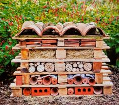 Production of an insect hotel made of stones and pallets - Innen Garten - Eng Insect Hotel, Garden Inspiration, Kids Playing, Sweet Home, Patio, Canning, Building, Outdoor Decor, Google