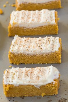 No Bake Carrot Cake Protein Bars (Paleo, Vegan, Gluten Free) Paleo Protein Bars, Healthy Snack Bars, Healthy Baking, Healthy Treats, Yummy Snacks, Healthy Desserts, Snack Recipes, Dessert Recipes, Cooking Recipes