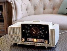 RESTORED-Antique-Vintage-GENERAL-ELECTRIC-GE-Tube-Clock-Radio-Works-Perfect 1959