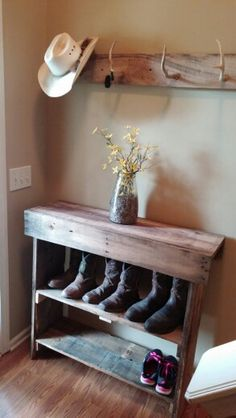 Shoe rack made out of pallet wood.