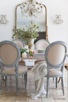 65 Gorgeous French Country Dining Room Decor Ideas - Dining Room Furniture and Designs French Country Dining Room, French Country Kitchens, French Country Cottage, Country Farmhouse Decor, French Country Decorating, French Dining Rooms, White Dining Rooms, Shabby Chic Dinning Room, Country Décor