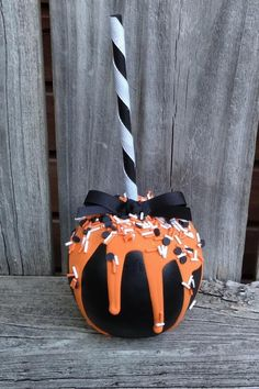 Halloween Candy Crafts, Halloween Candy Apples, Halloween Desserts, Halloween Food For Party, Halloween Birthday, Cute Halloween, Halloween Treats, Halloween Decorations, Postres Halloween