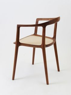 elegant, simple beauty in a dining chair. design by Inoda Sveje, produced by Miyazaki chair factory Scandinavian Furniture, Contemporary Furniture, Painted Furniture, Furniture Design, Chair Bench, Miyazaki, Modern Chairs, Chair Design, Dining Chairs