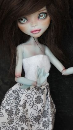 by ~RogueLively on deviantART Some of these M.H. dolls are really amazing!!!