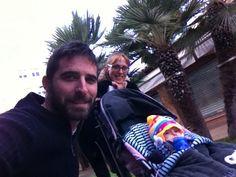 Que frio!!!! Familia de esquimales al poder!  Hay que pasear, la peque no perdona.   Feliz tarde a tod@s!!