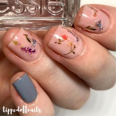 Soft Floral Nail Art