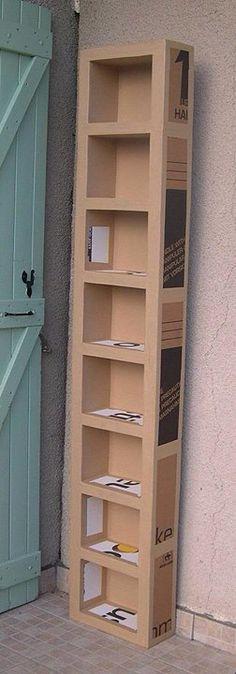 Jogar fora aquela caixa de papelão? Que tal esta estante? Vamos fazer?
