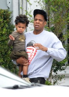Tuesday marked the birthday for Blue Ivy Carter. Photo: TMZ The cute toddler was spotted celebrating her birthday with her parents, Beyonce and Jay-Z in the infamous Jungle Island at the Miami … Blue Ivy Carter, Beyonce E Jay Z, Beyonce Knowles Carter, Jay Z Blue, King B, Miami Photos, Carter Family, Carter Kids, Vogue