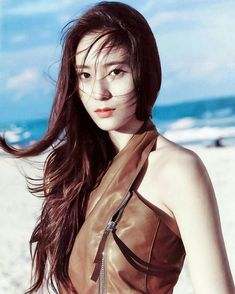 Krystal has always been and will always be a girl crush—her chic style and face is the reason why she has more female fans than the other members of f(x). Krystal Jung, Jessica & Krystal, Jessica Jung, Taemin, Bff, Sulli, Girl Crushes, Super Junior, Girls Generation