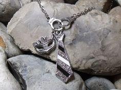 collier mi-long 50 nuances de grey , 50 nuances plus sombre