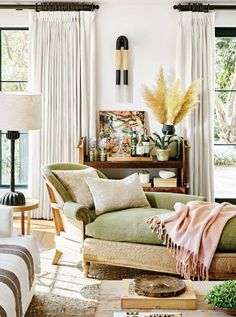 better homes living room design ideas - Internal Home Design Better Homes And Gardens, Living Room Designs, Living Spaces, Living Rooms, Decoracion Vintage Chic, Hollywood Hills Homes, Hollywood House, Design Salon, Cozy House
