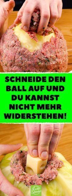 Schneide den Ball auf und du kannst nicht mehr widerstehen! Kohl und Hackfleisch verbinden sich zur deftigen Weißkohlbombe! #Rezepte #kochen #Weißkohl #Hackfleisch #Kohl #Weißkohlbombe