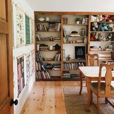 <<I would love to have this for my school room when i homeschool my kids someday >> Living Spaces, Living Room, Up House, Home Schooling, Room Inspiration, Family Room, Sweet Home, New Homes, Room Decor
