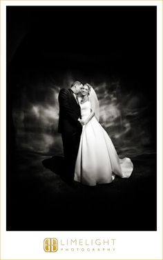 Bride and groom, FLORIDA AQUARIUM Wedding, Limelight Photography, Wedding Photography stepintothelimelight.com